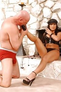 Instructress Christina Aguchi Accepts Head To Toe Body Worshiping From Her Submissive