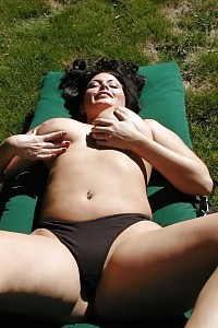Big Racked Beautiful Hot Mammy Bathing In The Sunshine Rays Out In Her Backyard